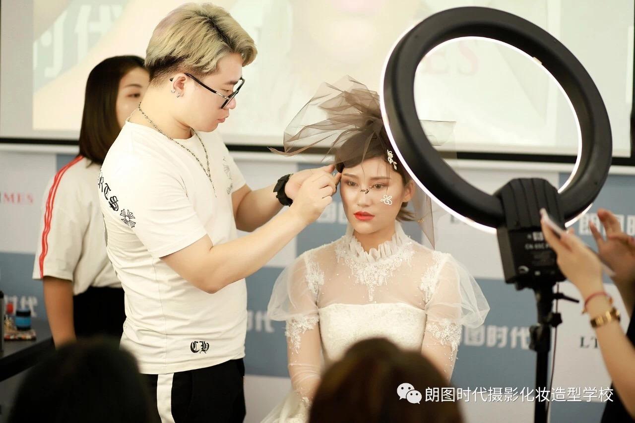 化妆师资格证书需要多久能下来