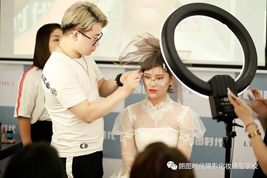 西安人像摄影的基本光线运用技巧培训
