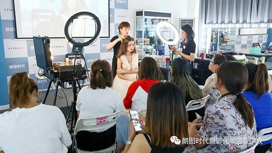 西安摄影学校分享提升摄影水平的三个建议