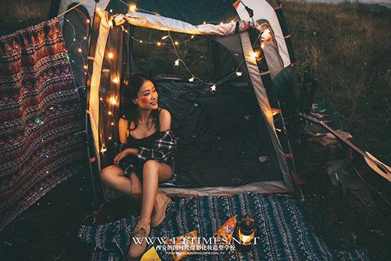 拍摄情侣写真的人像摄影美姿培训